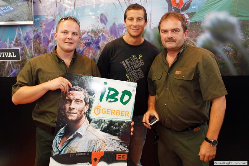 Zástupcovia našej firmy IBO na stretnutí s Bear Gryllsom