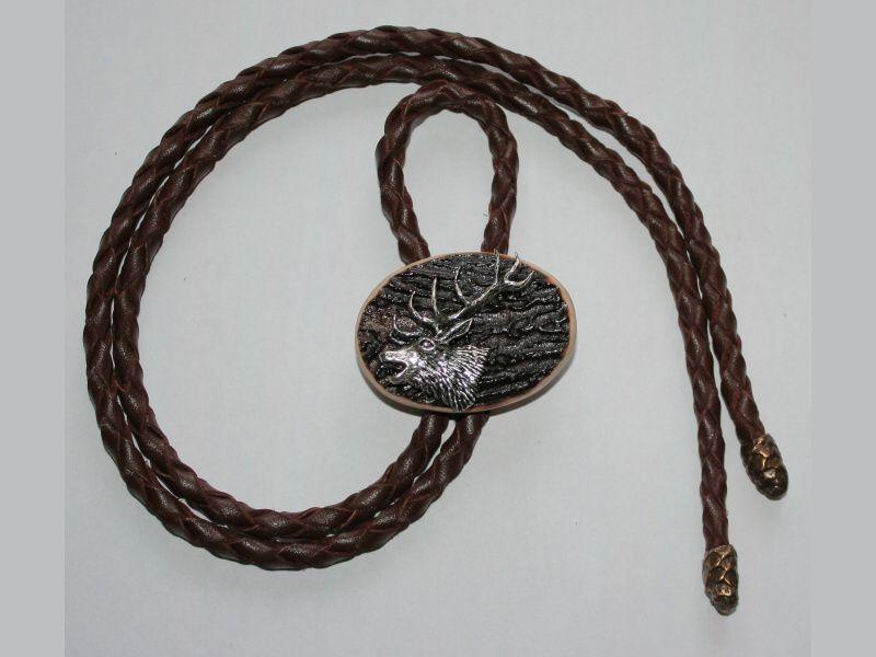 Poľovnícka kravata jeleň-hlava z profilu jeden paroh